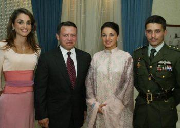 左起:現任約旦王后拉尼雅、國王阿卜杜拉二世、努爾(Noor)王妃及前王儲哈姆扎。